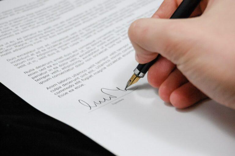 Розробка договорів  (документів)